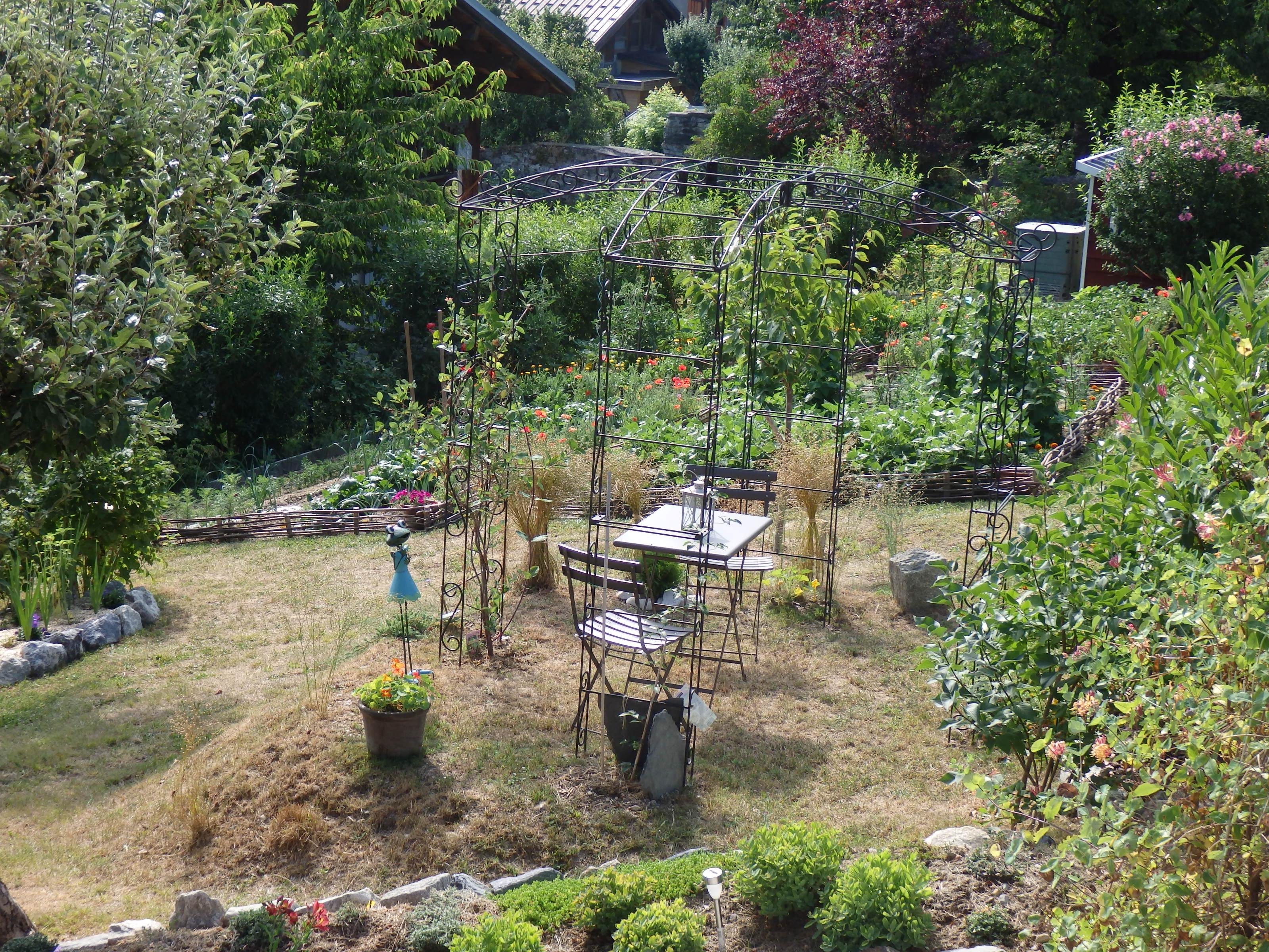modeles de rocailles jardin le jardin d 39 alecs ma. Black Bedroom Furniture Sets. Home Design Ideas